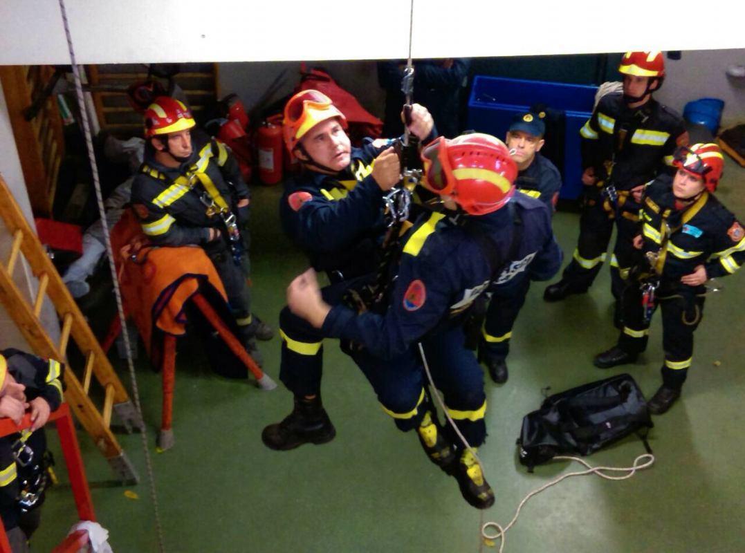 Završilo dvotjedno specijalističko osposobljavanje vatrogasaca SDV 2