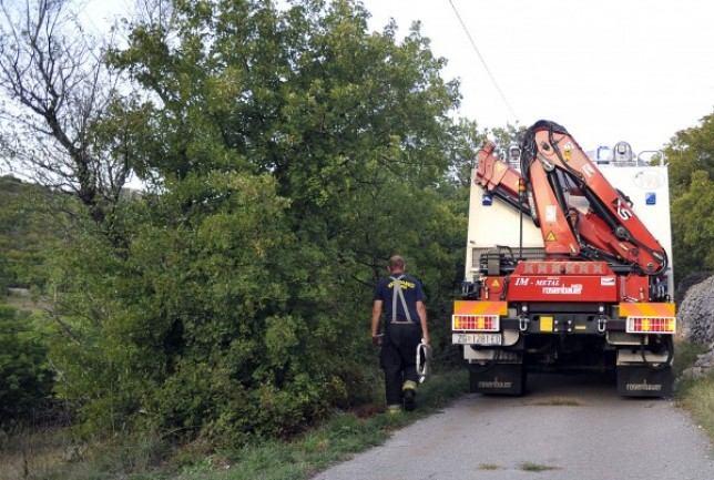 Riječki vatrogasci spašavali stanovnika Krasica iz vrtače u koju je upao