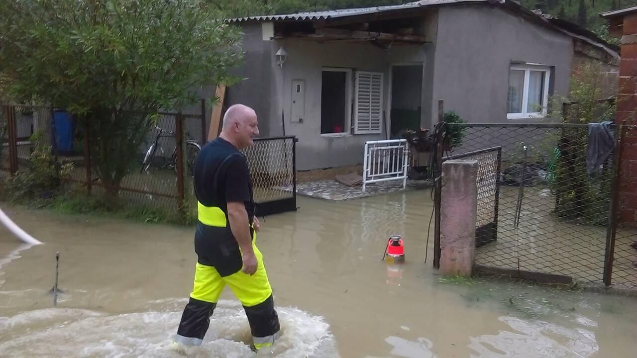 Obilna kiša poplavila Crikvenicu i okolicu