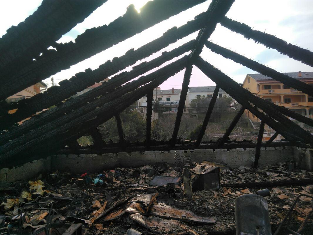 DVD Lopar i Rab u akciji gašenja požara obiteljske kuće