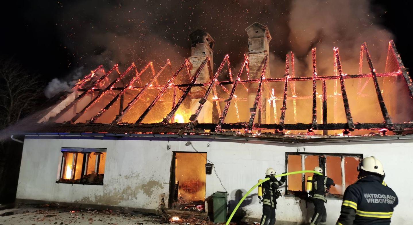 Izgorjela stara goranska kuća u Moravicama