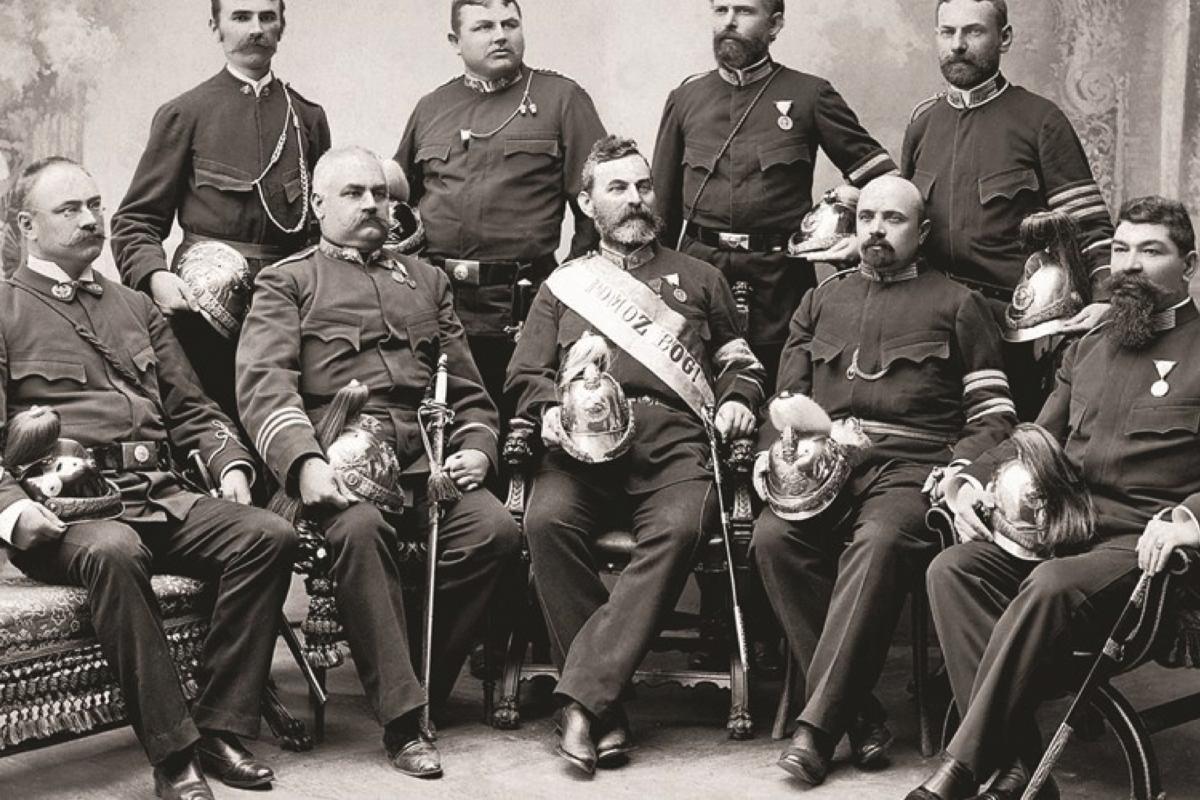 Dana 5. lipnja 1876. konstituirana prva krovna organizacija hrvatskih vatrogasaca